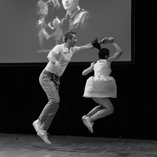 Un couple qui danse le Lindy Hop à grenoble
